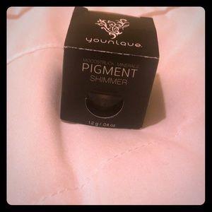 Younique eye pigment